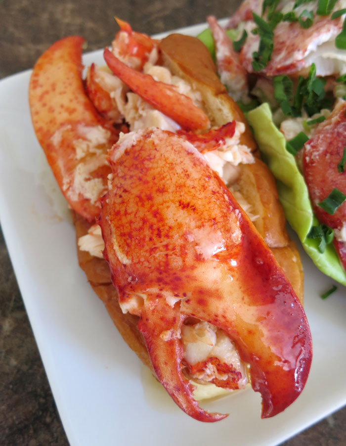 CONNECTICUT, NEW ENGLAND AND MAINE STYLE LOBSTER ROLLS: LET'S EAT!